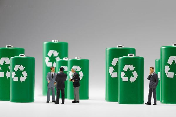 剑桥大学设计了一种新型电池,储电量达到锂电池5倍